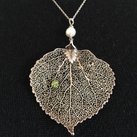 70 off jewelry silver dipped leaf pendant necklace w pearl m5a9b2aeda825a67a8daa46ea aloadofball Image collections